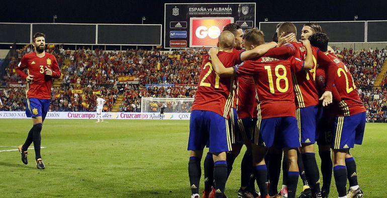 Los jugadores de la Selección celebran un gol ante Albania