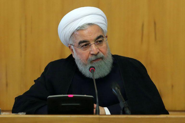 Fotografía cedida por la web oficial de la presidencia iraní que muestra al presidente iraní, Hasan Rohaní, durante un consejo de ministros en Teherán (Irán)