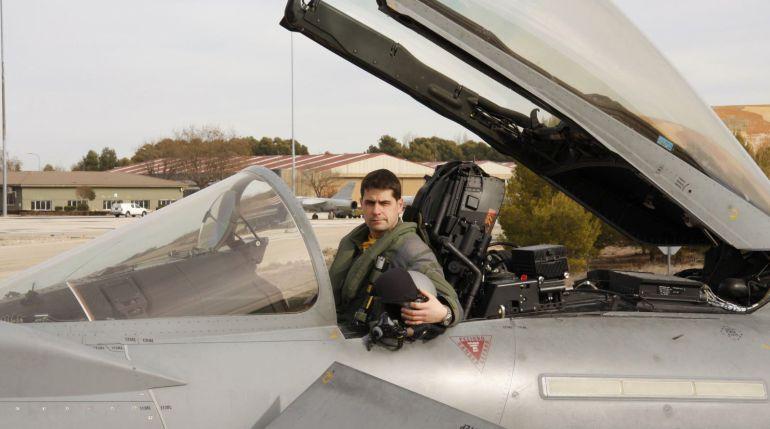 Fotografía facilitada por el Ministerio de Defensa del capitán del Ejército del Aire Borja Aybar, fallecido en un accidente al estrellarse el avión de combate Eurofighter en su base de Albacete, a donde regresaba tras participar en Madrid en los actos de la Fiesta Nacional del 12 de Octubre