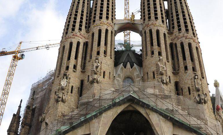La Sagrada Familia de Barcelona es uno de los monumentos más visitados de Cataluña.