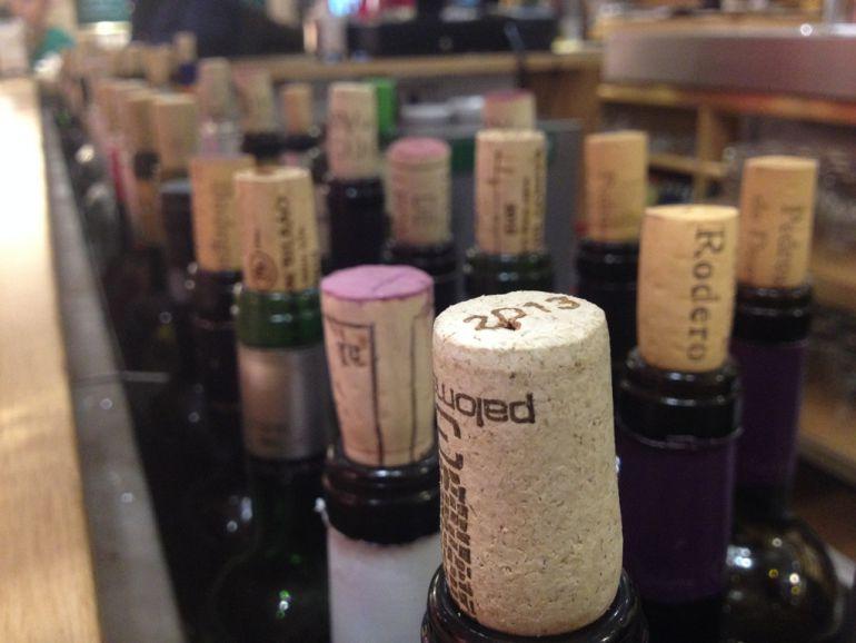 Las tascas del Barrio Húmedo de León destacan por su gran oferta de vinos por copa.