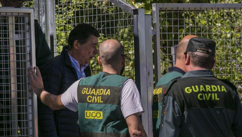 Ignacio González en el momento de su detención por la UCO