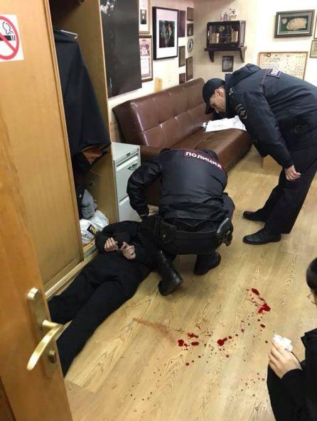La policía detiene al hombre armado en la redacción