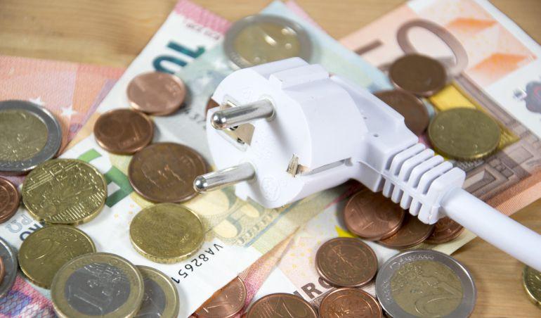 El cambio en los hábitos de consumo hace bajar la tarifa eléctrica.