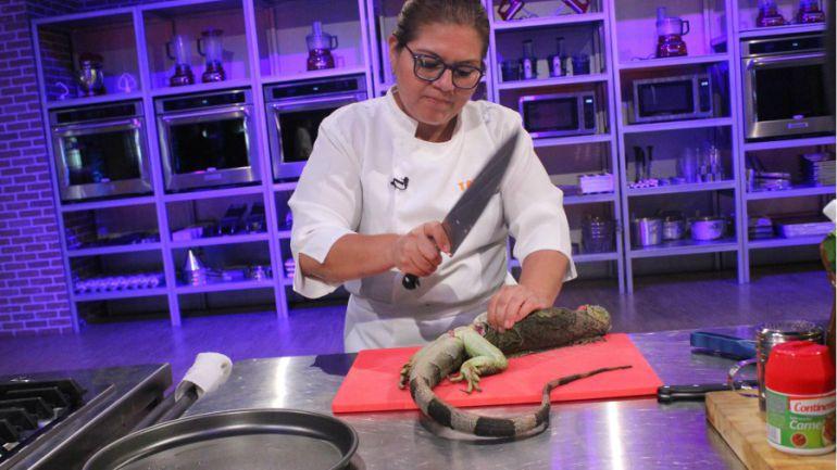 Cocinando iguanas en televisión...