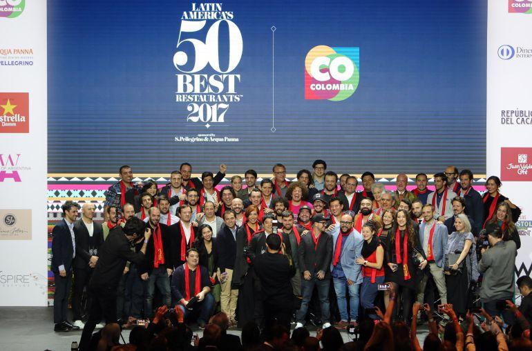 Foto de grupo en la ceremonia de los 50 Mejores Restaurantes de Latinoamérica.