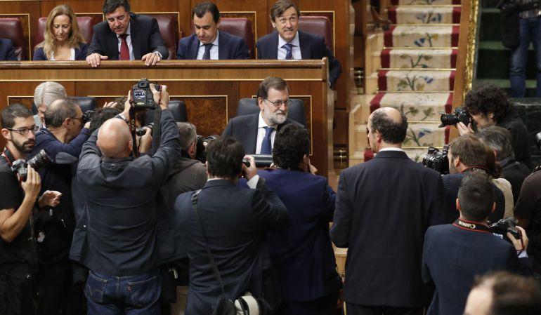 Mariano Rajoy posa para los medios gráfico al inicio de la sesión de control al Gobierno.