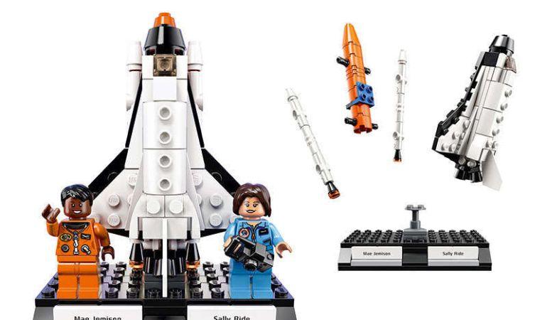 Dos de las científicas homenajeadas por LEGO