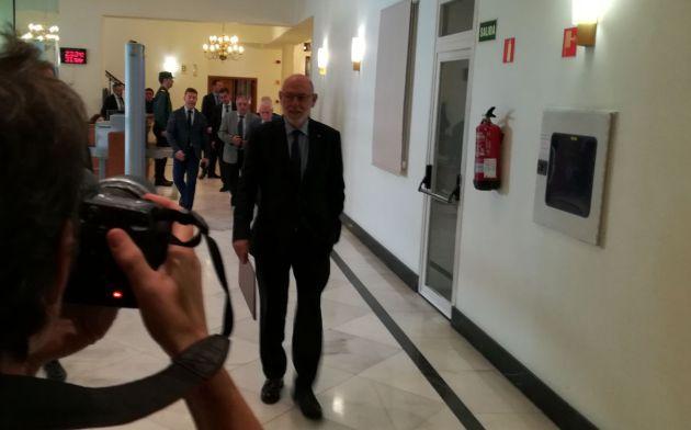 Maza anuncia dos querellas contra el equipo de Puigdemont y la Mesa del Parlament