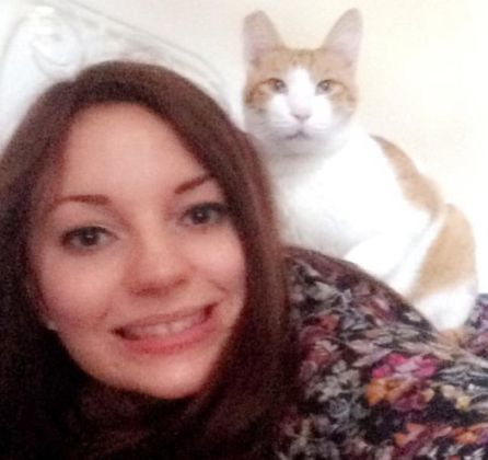 Katie y su mascota Penaut en la foto que subió a la aplicación.