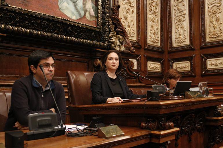 La lcaldesa de Barcelona, Ada Colau, durante un pleno del ayuntamiento
