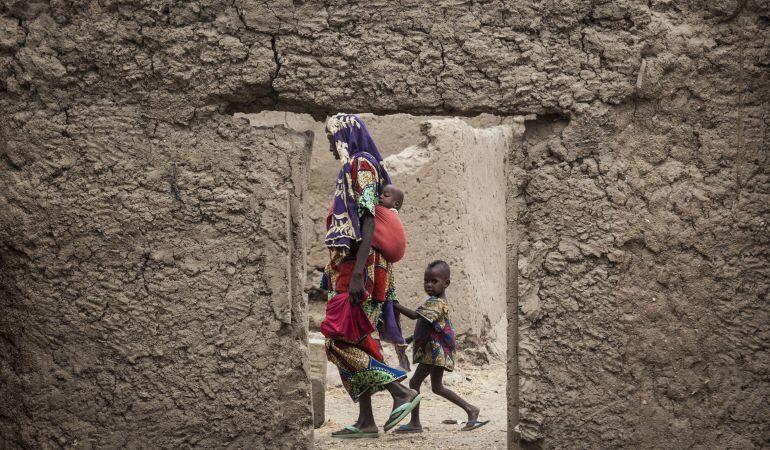 Miles de mujeres, la mayoría de origen nigeriano, pierden la custodia de sus hijos al llegar a Europa.