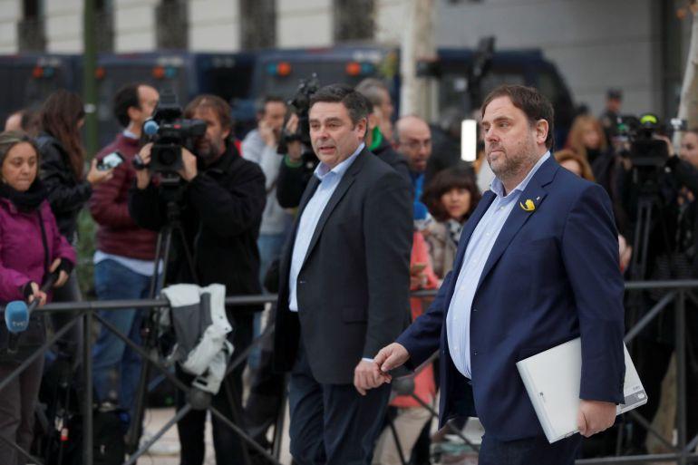 FOTOGALERÍA | El independentismo responde ante la Justicia. En la foto, el vicepresidente cesado de la Generalitat de Cataluña, Oriol Junqueras, a su llegada a la sede de la Audiencia Nacional.