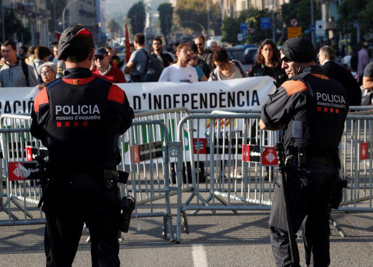 Mosos de'Esquadra custodian el Parlament de Cataluña