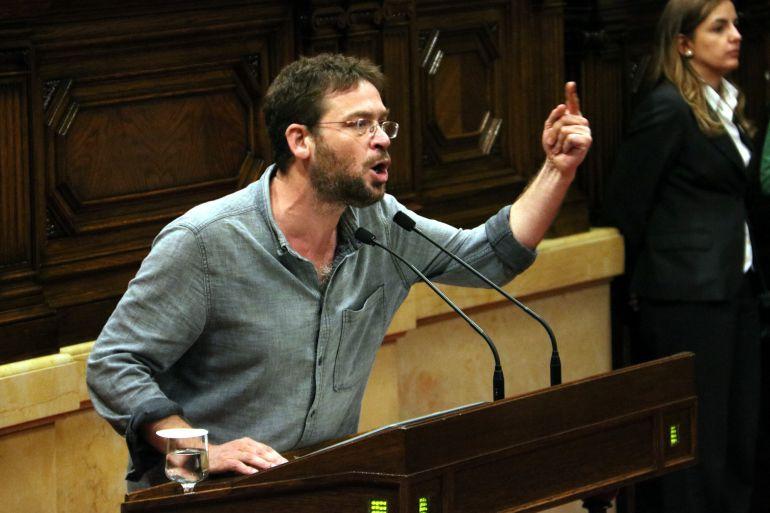 Albano-Dante Fachin, de Podem, durante su intervención en el Parlament