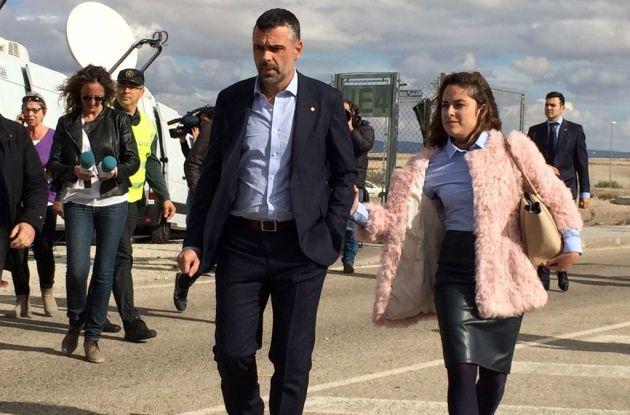 Santi Vila a la salida de la cárcel de Estremera