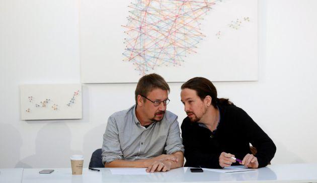 El líder de Podemos, Pablo Iglesias, junto al portavoz de En Comú Podem, Xavi Domènech