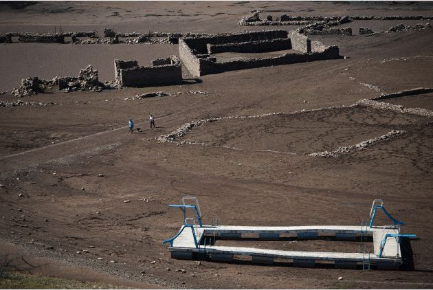 FOTOGALERÍA | Ruinas de Mansilla (en el embalse riojano del mismo nombre) al descubierto.