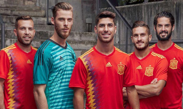 Fotografía facilitada por Adidas con la equipación que será utilizada por la selección española de fútbol en el Mundial de Rusia 2018.
