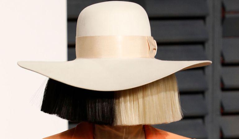 Sia publica una foto para evitar que terceros se lucren.