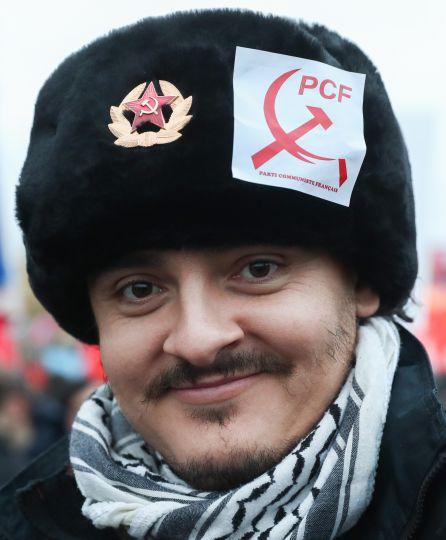 Un joven comunista francés, celebrando el centenario de la Revolución Rusa estos días en Moscú