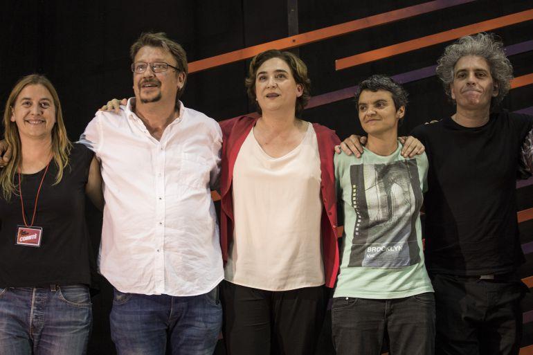 La alcaldesa de Barcelona, Ada Colau, junto al líder de En Comú Podem y portavoz de Catalunya en Comú, Xavier Domènech, en una foto de archivo de las elecciones de junio de 2016