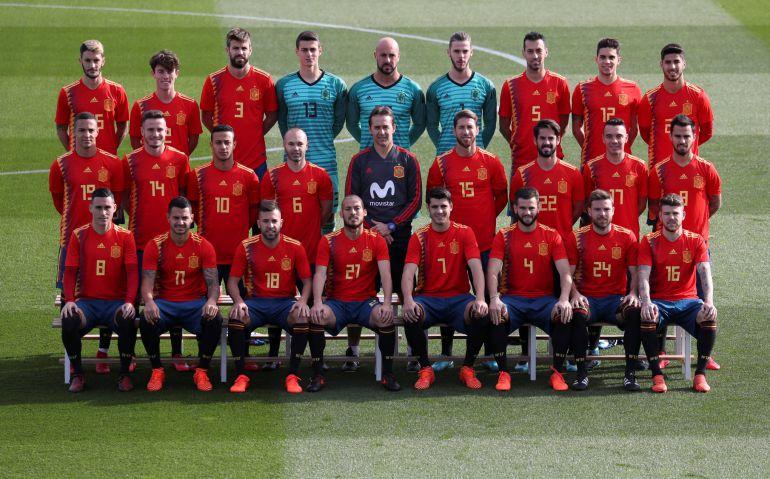 Los jugadores de España posan por primera vez con la camiseta para el Mundial de Rusia 2018.
