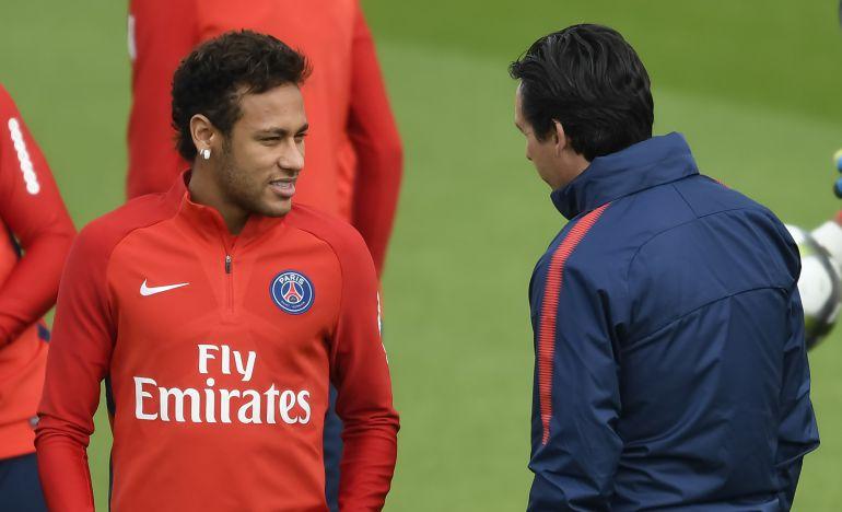 Neymar y Emery, durante un entrenamiento