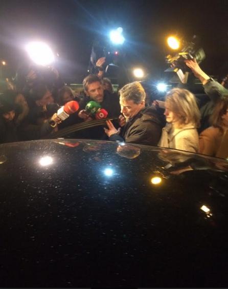 Ignacio González se mete en el coche tras salir de prisión