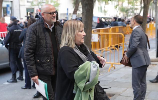Lluis Corominas y Ramona Barrufet, dos de los miembros de la Mesa del Parlamente, a su llegada al Tribunal Supremo.