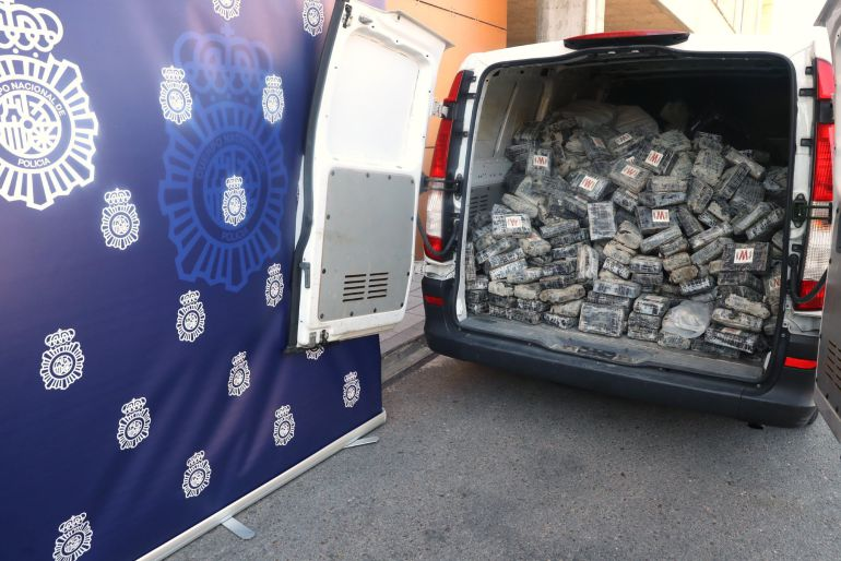 La Policía Nacional ha incautado 1,2 toneladas de cocaína y ha desarticulado una organización dedicada al tráfico internacional de droga.
