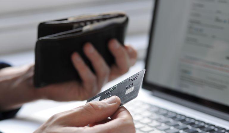 Los comercios online ofrecen grandes descuentos durante este sábado.