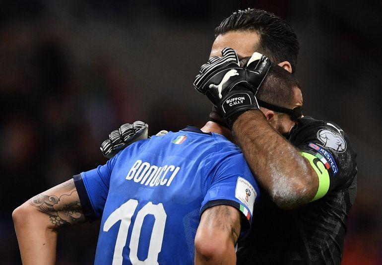 Bonucci y Buffon durante el partido de Italia en Milán