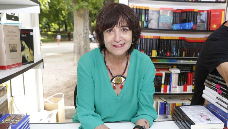 Rosa Montero en la feria del libro de Madrid presentando su última novela, 'La Carne'
