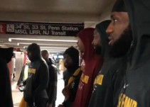 LeBron James y el resto de los Cavs se pasean por el metro de Nueva York
