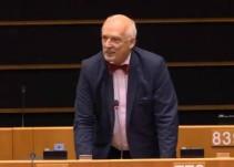 Un eurodiputado afirma que la causa de la despoblación rural es que las mujeres trabajen y no estén en casa