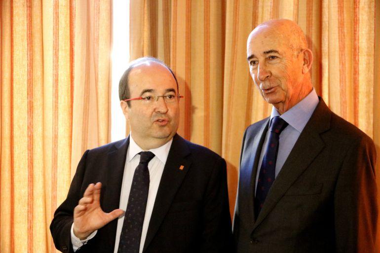 El primer secretario del PSC, Miquel Iceta, junto al president del Círculo Ecuestre de Barcelona, Alfonso Maristany