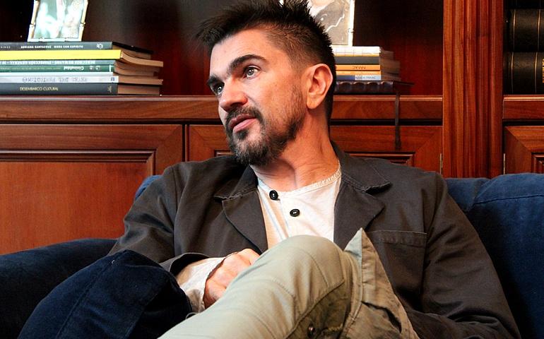 El cantante Juanes durante su entrevista en la Cadena SER