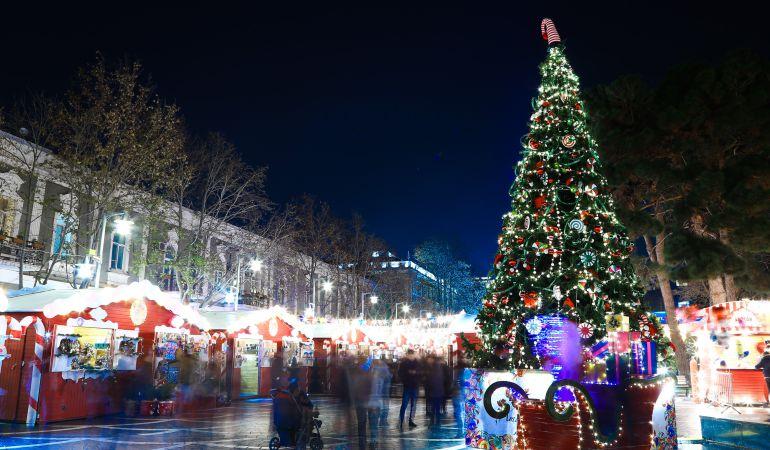 Las personas que sacan antes los adornos navide os son m s for Cuales son los adornos navidenos