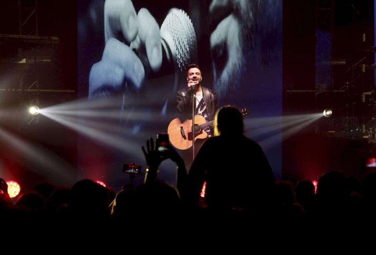 El cantante y compositor puertorriqueño Luis Fonsi  durante un concierto  en Riga (Letonia)
