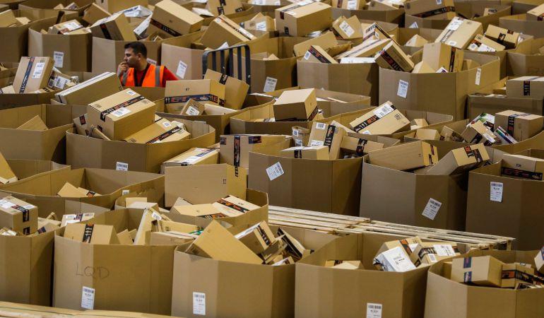 La nave de distribución de Amazon de Torrejon de Ardoz con motivo del Black Friday.