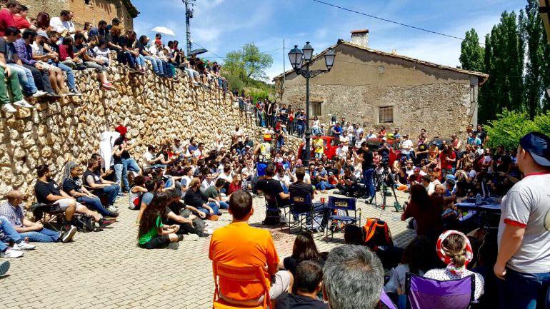Programa especial de 'La Vida Moderna' en Valdelagua (Guadalajara). Unos 300 seguidores del programa se desplazaron a este pequeña población para asistir al programa en la calle.