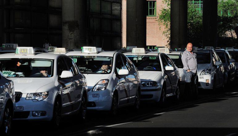 Una parada de taxis en Madrid.