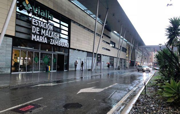 La estación del AVE de María Zambrano de Málaga, sin taxis.