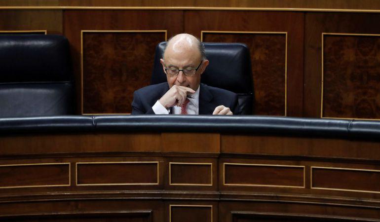 El ministro de Hacienda, Cristóbal Montoro, durante la sesión de control al Gobierno celebrada hoy en el Congreso.