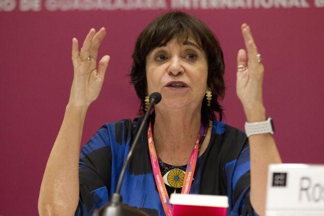 La periodista y escritora española Rosa Montero participa durante una rueda de prensa en Guadalajara (México).