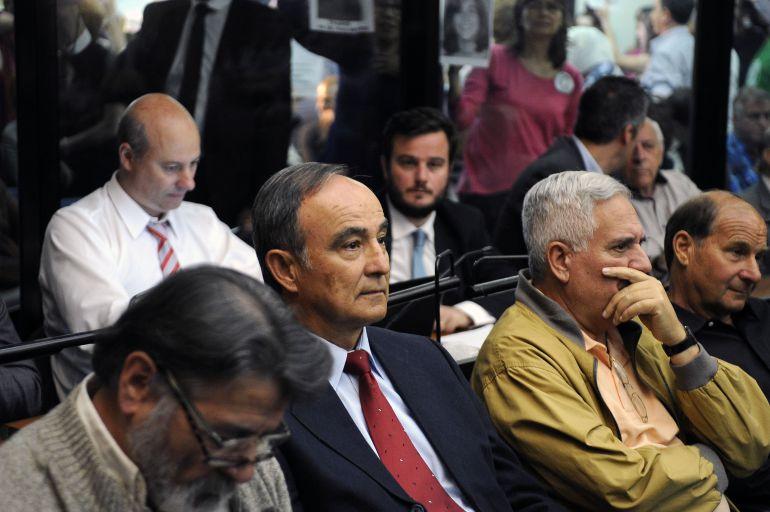 Julio Poch y otros enjuiciados por los llamados 'vuelos de la muerte' en Argentina.