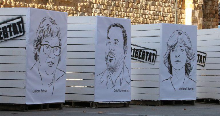 D'esquerra a dreta, les escultures amb les cares dels consellers destituïts Dolors Bassa, Oriol Junqueras i Meritxell Borràs