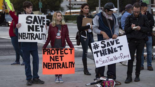 Tim Karr pide al resto de países que se levanten para preservar la neutralidad de Internet.