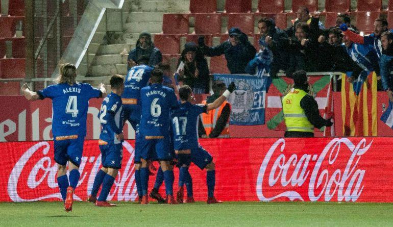 Los jugadores del Alavés celebran el definitivo 2-3